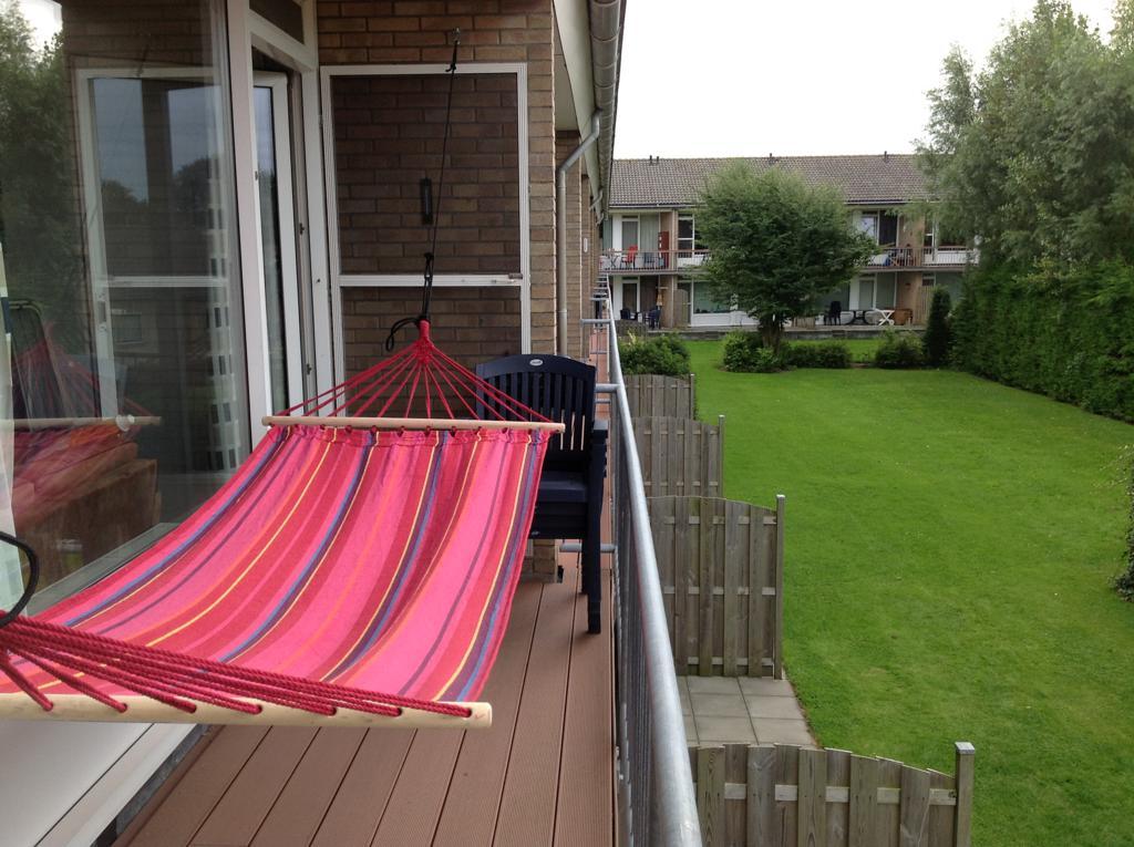 Hangmat Voor Op Balkon.Terras Met Hangmat 2012 Budget Strandappartementen De Walvis In
